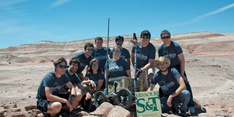 Mars Rover Team honors alumnus-astronaut Tom Akers