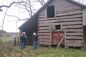 Alumni, students help Piney River Heritage Farm project