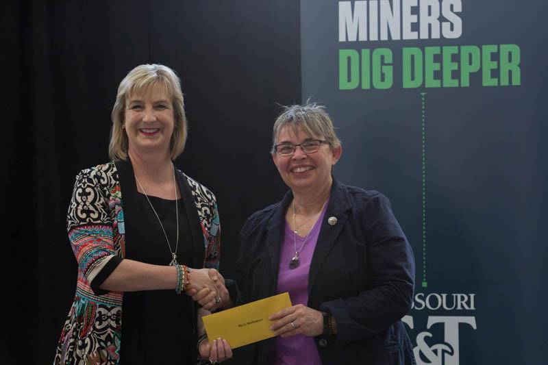 Reidmeyer receives new advocate award
