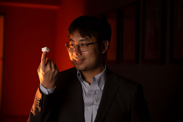 Dr. Chenglin Wu investigates the mechanical properties of aerogels.