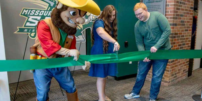S&T celebrates fitness center expansion